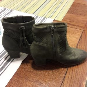 Shoes - Forest green booties